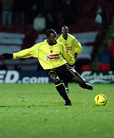 Fotball<br /> England 2004/2005<br /> Foto: SBI/Digitalsport<br /> NORWAY ONLY<br /> <br /> Watford v Rotheham United<br /> Coca-Cola Championship. 20/11/2004.<br /> <br /> Jermaine Darlington (Watford) punches his kick.