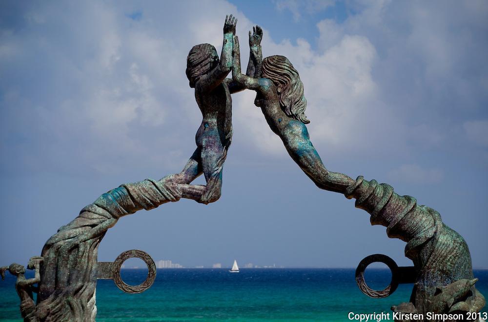Plaza Mayor art in Playa del Carmen