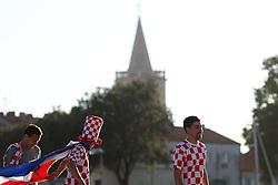 14.06.2012, Public Viewing, Zadar, POL, UEFA EURO 2012, kroatische Fans, im Bild kroatische Fans beim Public Viewing in Zadar, Kroatien, bejubeln und feiern das 1 zu 1 gegen Italien wie einen Sieg. EXPA Pictures © 2012, PhotoCredit: EXPA/ Pixsell/ Filip Brala     ATTENTION - OUT OF CRO, SRB, MAZ, BIH and POL *****