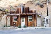 Een huisje bij het tankstation in Austin, Nevada.<br />