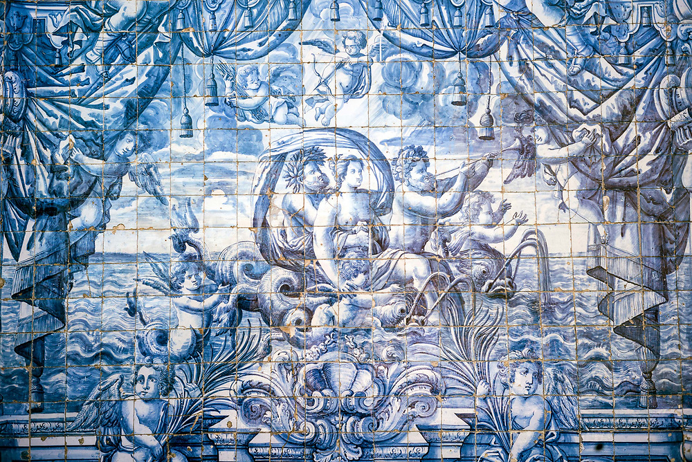 Details of tiles in the Cloisters of the Porto Cathedral The Porto Cathedral Sé do Porto, Porto, Portugal. The current Cathedral was constructed around 1110 and was completed in the 13th century. The Gothic cloister is decorated with baroque azulejos by Valentim de Almeida between 1729 and 1731 depicting the life of the Virgin and Ovids Metamorphoses.