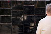 Bialystok, 06.09.2019. 19. Miedzynarodowy Marsz Pamieci Zeslancow Sybiru poswiecony pamieci o tragicznych losach obywateli polskich zeslanych do Zwiazku Radzieckiego w latach 40. i 50. XX wieku. Uczestnicy - zeslancy , potomkowie i rodziny zeslancow , uczniowe i mieszkancy miasta przemaszerowali od Pomnika Katynskiego pod Grob Nieznanego Sybiraka przy kosciele sw Ducha N/z tablice z nazwiskami ofiar wywozek na Syberie fot Michal Kosc / AGENCJA WSCHOD