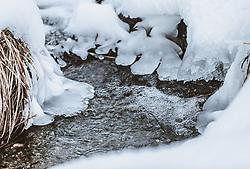THEMENBILD - glasklares Wasser rinnt durch Schnee und Eis, aufgenommen am 06. Februar 2019 in Kaprun, Oesterreich // crystal clear water runs through snow and ice in Kaprun, Austria on 2019/02/06. EXPA Pictures © 2019, PhotoCredit: EXPA/Stefanie Oberhauser