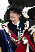 """Koning Willem Alexander wordt door Hare Majesteit Koningin Elizabeth II geïnstalleerd in de 'Most Noble Order of the Garter'. Tijdens een jaarlijkse ceremonie in St. Georgekapel, Windsor Castle, wordt hij geïnstalleerd als 'Supernumerary Knight of the Garter'.<br /> <br /> King Willem Alexander is installed by Her Majesty Queen Elizabeth II in the """"Most Noble Order of the Garter"""". During an annual ceremony in St. George's Chapel, Windsor Castle, he is installed as """"Supernumerary Knight of the Garter"""".<br /> <br /> Op de foto / On the photo:"""