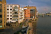 Londyn, 2009-03-05. Apartamenty mieszkalne nad Tamizą
