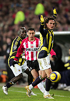 Fotball<br /> Foto: Dppi/Digitalsport<br /> NORWAY ONLY<br /> <br /> CHAMPIONS LEAGUE 2005/2006 - 1ST ROUND - GROUP E - PSV EINDHOVEN v FENERBAHCE SK - 06/12/2005<br /> <br /> ISMAIL AISSATI (PSV) / SANLI TUNCAY (FEN)