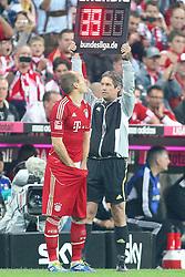24.09.2011, Allianz Arena, Muenchen, GER, 1.FBL,  FC Bayern vs Bayer 04 Leverkusen, im Bild  Arjen Robben (Bayern #10) greif in die Hose und blicht auf die anzeige // during the  FC Bayern vs Bayer 04 Leverkusen, on 2011/09/24, Allianz Arena, Munich, Germany, EXPA Pictures © 2011, PhotoCredit: EXPA/ nph/  Straubmeier       ****** out of GER / CRO  / BEL ******