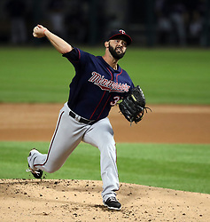August 21, 2017 - Chicago, IL, USA - Minnesota Twins starting pitcher Dillon Gee (35) delivers a pitch against the Chicago White Sox during the first inning of game two of their double-header on Monday, Aug. 21, 2017 at Guaranteed Rate Field in Chicago, Ill. (Credit Image: © Nuccio Dinuzzo/TNS via ZUMA Wire)