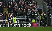 Photo: Andrew Unwin.<br />Newcastle United v Tottenham Hotspur. The Barclays Premiership. 23/12/2006.<br />Newcastle's Scott Parker (L) runs to celebrate his goal with Antoine Sibierski (R).