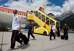 28.05.2010, Flughafen, Innsbruck, AUT, FIFA Worldcup Vorbereitung, Ankunft Spanien, im Bild die Spanische Nationalmannschaft nach der Ankunft am Flughafen Innsbruck, 6EXPA Pictures © 2010, PhotoCredit: EXPA/ J. Groder / SPORTIDA PHOTO AGENCY