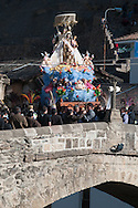 """Feast of """"Mamacha del Carmen"""" of Paucartambo. Blessing of the four cardinal points. Although the statue has about the same width of the bridge the porters can turn to turn the face of the Madonna at all points of the compass."""