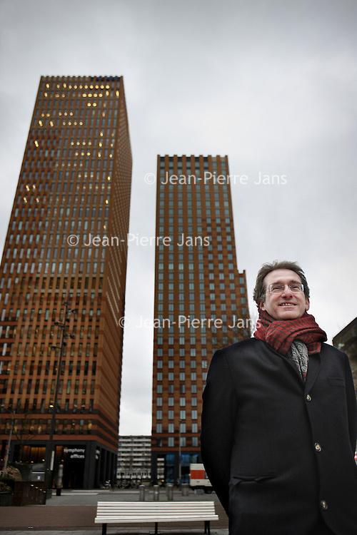 Nederland, Amsterdam , 22 december 2014.<br /> Prof. dr. Lex Hoogduin.<br /> Huidige functies Lex Hoogduin<br /> Hoogleraar Monetaire economie Universiteit van Amsterdam<br /> Commissaris (voorzitter) De Welten Groep Holding B.V.<br /> Adviseur Bank for International Settlements (BIS)<br /> Lid Centrale Commissie Statistiek CBS<br /> Board member Duisenberg School of Finance<br /> Foto:Jean-Pierre Jans