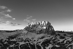 THEMENBILD - THEMENBILD - Das Grödner Joch ist ein 2121 m hoher Gebirgspass in den Südtiroler Dolomiten. Er verbindet Gröden mit dem Gadertal bzw. die Gemeinden Wolkenstein und Corvara. Hier im Bild Sonnenaufgang am Langkofel. Aufgenommen am Donnerstag, 13. Dezember 2018 am Grödner Joch, Italien // Passo Gardena; German: Grödnerjoch; Ladin: Ju de Frara or Jëuf de Frea) is a high mountain pass in the Dolomites of the South Tyrol in northeast Italy. At an elevation of 2,136 m (7,008 ft) above sea level, the pass connects Sëlva in the Val Gardena on the west side with Corvara in the Val Badia. The road over it comprises part of the famous Sella Ring, in which four linked passes (Gardena, Sella, Pordoi, and Campolongo) encircle the spectacular Sella group. The route becomes busy with tourists, motorcyclists, and cyclists during the summer. There are tourist accommodations on the pass itself, and hikers visit the pass to access the dramatic Dolomite mountains. Thursday. Sunday, December 13, 2018 Passo Gardena, Italy. EXPA Pictures © 2018, PhotoCredit: EXPA/ Johann Groder