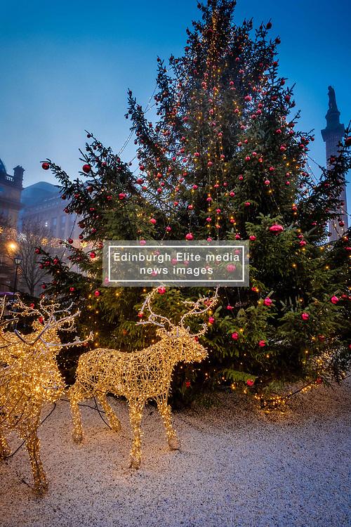 A misty funfair in Glasgow's' George Square on 23rd December 2018<br /> <br /> (c) Andrew Wilson | Edinburgh Elite media