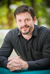 Renan Xavier Cortes<br /> Data Science Specialist no Agibank<br /> Trabalha como Data Science Specialist no banco Agibank e possui Pós-Doutorado pelo Center for Geospatial Sciences na Universidade da Califórnia. Como profissional, tem atuado no time de Data Science Corporativo do banco em projetos multidisciplinares auxiliando diversos departamentos internos abrangendo Fraudes, Jurídico, Recursos Humanos, Customer Relationship Management (CRM), Crédito, etc. FOTO: Jefferson Bernardes/ Agência Preview