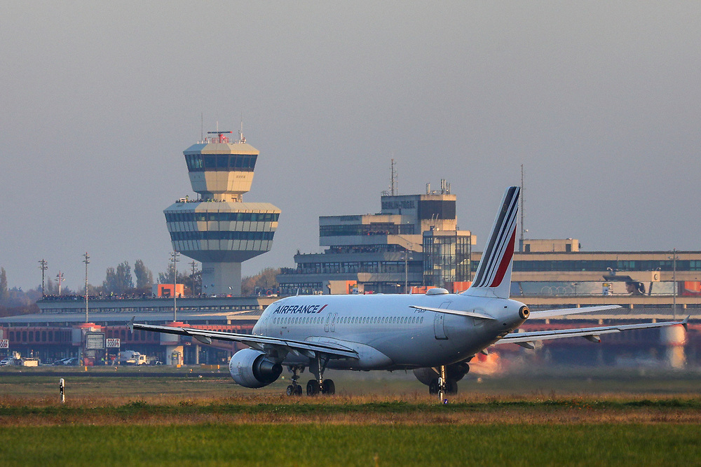 An AIRFRANCE jet prepares for take-off at Tegel Airport (TXL) prior to its final departure made from the historic airport, Berlin, Germany, November 8, 2020. After more than 60 years Berlin's tiny northern airport is set to shut down all operations, with a final departure flight by AirFrance to Paris. (Photos by Omer Messinger)