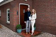 HILVERSUM, 17-11-2020 <br /> <br /> Heleen van Royen en partner Bart Meeldijk poseren voor Heleen van Royen 20 jaar auteur en nieuw boek - Moeder, dochter, minnares