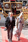 Op Prinsjesdag 2018 spreekt het staatshoofd in de Staten-Generaal van het Koninkrijk der Nederlanden in verenigde vergadering bijeen de troonrede uit. Daarin geeft de regering aan wat het regeringsbeleid zal zijn voor het komende jaar. <br /> <br /> On State Opening of Parlement (Prinsjesdag) 2018, the head of state in the States-General of the Kingdom of the Netherlands meets in a joint meeting the speech of the throne. In it, the government indicates what the government policy will be for the coming year.<br /> <br /> op de foto / On the photo:  Aankomst Ridderzaal met Koning Willem Alexander en koningin Maxima / Arrival of the Ridderzaal with King Willem Alexander and Queen Maxima