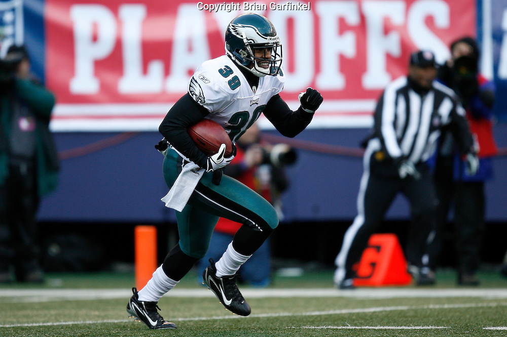 11 Jan 2009: Philadelphia Eagles safety Quintin Demps #39 returns a kickoff during the game against the New York Giants on January 11th, 2009.  The  Eagles won 23-11 at Giants Stadium in East Rutherford, New Jersey.