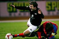 Fotball , 10. desember 2006 , Royal League , Helsingborg - Brann , <br /> Trond Ludvigsen , Brann blir feldt av Andreas Granqvist , Helsingborg