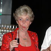 NLD/Aalsmeer/20070601 - Uitzending van de BNN grote  Donorschow, moeder van Bart de Graaff