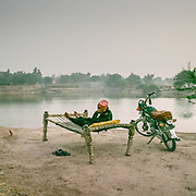 In an empoverished part of town, Himmat Ali relaxes on his charpoi, a traditionnal woven bed. It is 48 degrees C.