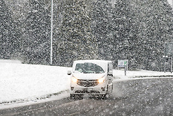 © Licensed to London News Pictures. 29/04/2016. Leeds UK. Picture shows a traffic the Leeds snow this morning. Leeds woke to a covering of snow this morning & is expected to get further snow showers over the weekend. Photo credit: Andrew McCaren/LNP