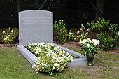 Gedenksteen bij graf Prins Friso