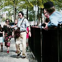 Nederland, Amsterdam , 26 augustus 2009..Hannes Wallraven heeft een belangrijke positie verworven in de Nederlandse fotografiegeschiedenis door zijn bijdrage aan de documentaire fotografie. In de jaren '70 gebruikt hij zijn camera als wapen om onrecht aan de kaak te stellen. Hij reist af naar Iran, Noord-Ierland, Chili en Peru en publiceert in vele verschillende bladen en boeken. ..In de tweede helft van de jaren '80 gaat hij, teleurgesteld door de zeggingskracht van deze reportagefotografie, op zoek naar een nieuwe fotografievorm. Hij stapt over op de geënsceneerde fotografie..Wallrafen is in 2004 door een erfelijke ziekte blind geworden waardoor er een abrupt einde is gekomen aan zijn fotografiecarrière. Hij richt zich nu op geluidsprojecten die sterke visuele krachten oproepen..Photographer Hannes Wallraven who suddenly became blind  by a hereditary disease now focuses on audio  projects with strong visual forces.