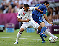 Fotball , 11. juni 2012 , Euro , England - Frankrike<br /> v.l. Alex Oxlade-Chamberlain, Adil Rami (Frankreich)<br /> Norway only