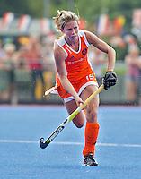 ARNHEM - Ellen Hoog met links Kathleen Taylor , donderdag tijdens de oefenwedstrijd tussen de vrouwen van Nederland en Zuid Afrika. COPYRIGHT KOEN SUYK