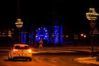 Bialystok, 10.12.2020. Z okazji rozpoczynajacego sie szczytu Unii Europejskiej oswietlony zostal barwami flagi unijnej Palacyk Goscinny - reprezentacyjna siedziba prezydenta Bialegostoku N/z Palacyk Gosciny z wyswietona na nim flaga UE fot Michal Kosc / AGENCJA WSCHOD