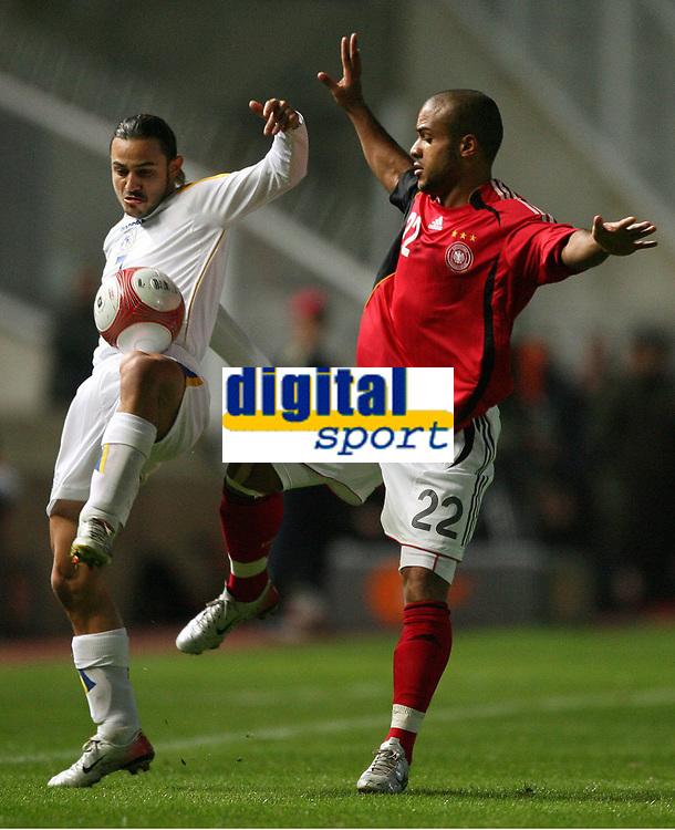 v.l. Efstahios Aloneftis Zypern, David Odonkor<br /> EM-Qualifikation Zypern - Deutschland<br /> Cyprus - Germany <br /> Kypros - Tyskland<br /> Norway only