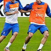 AUS/Seefeld/20100529 - Training NL Elftal WK 2010, Johnny Heitinga in duel met Robin van Persie