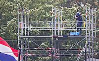 WASSENAAR - HOCKEY -  Videoman in barre weersomstandigheden op de videotoren tijdens de hoofdklasse competitiewedstrijd tussen de mannen van HGC en Amsterdam (3-3). COPYRIGHT KOEN SUYK