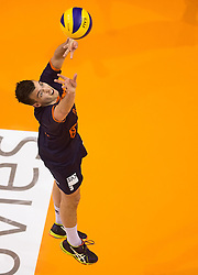 17-04-2016 NED: Play off finale Abiant Lycurgus - Seesing Personeel Orion, Groningen<br /> Abiant Lycurgus is door het oog van de naald gekropen tijdens het eerste finaleduel om het landskampioenschap. De Groningers keken in een volgepakt MartiniPlaza tegen een 0-2 achterstand aan tegen Seesing Personeel Orion, maar mede dankzij invaller Gino Naarden kwam Lycurgus langszij en pakte het de wedstrijd met 3-2 / Stijn Held #3 of Orion