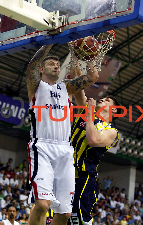 Efes Pilsen's Mario KASUN (L) and Fenerbahce Ulker's Gasper VIDMAR (R) during their Turkish Basketball league Play Off Final fifth leg match Efes Pilsen between Fenerbahce Ulker at the Ayhan Sahenk Arena in Istanbul Turkey on Sunday 30 May 2010. Photo by Aykut AKICI/TURKPIX
