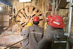 Ligacao da Linha Amarela com estacao Republica do Metro (Linha Vermelha), Sao Paulo 24 novembro 2008. Maquina chamada Shield, mais conhecida como tatuzao, abre os tuneis por onde os trens irao passar / Works at Sao Paulo's subway. November 2008. The machine called Shield opens tunnels where trains will pass.