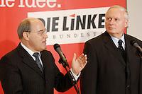 24 JAN 2006, BERLIN/GERMANY:<br /> Gregor Gysi (L), PDS/Die Linke Fraktionsvorsitzender, und Oskar Lafontaine (R), Die Linke Fraktionsvorsitzender, waehrend einem Pressestatement vor Beginn der Fraktionssitzung der Linkspartei, Deutscher Bundestag <br /> IMAGE: 20060124-01-001