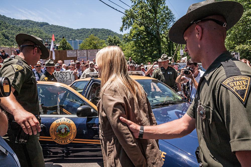 Daryl Hannah arrest, Marsh Fork Elementary Protest