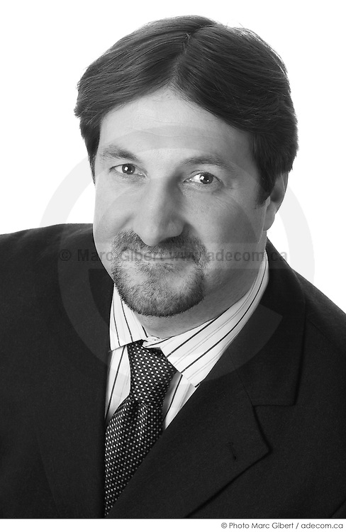 Portrait de Sébastien Deveaux  à  Studio Adecom / Montreal / Canada / 2009-02-22, © Photo Marc Gibert / adecom.ca