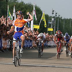 Sportfoto archief 2006-2010<br /> 2009<br /> Koos Moerenhout was de sterkste in het Nederlands kampioenschap voor elite renners met contract. Op het podium waren de plaatsen twee en drie voor Kenny van Hummel (Skil-Shimano) en Joost van Leijen (van Vliet-EBH-Elshof)