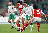 Hakan Yakin und Murat Yakin gegen Irlands Robbie Keane. © Andy Mueller/EQ Images<br /> <br /> NORWAY ONLY