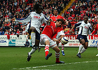 Photo: Olly Greenwood.<br />Charlton Athletic v Portsmouth. The Barclays Premiership. 17/04/2006. Portsmouths Linvoy Primus and Charltons Gonzalo Sorondo