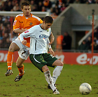 Photo: Paul Greenwood.<br />Blackpool v Norwich City. The FA Cup. 27/01/2007. Norwich's Carl Robinson, right, gets the better of Keigan Parker