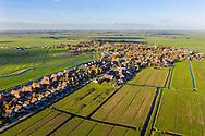 Nederland, Broek in Waterland, 20181108<br /> Lintbebouwing van dorpje Broek in Waterland, net ten noorden van Amsterdam. Luchtfoto gemaakt met drone.<br /> <br /> Foto (c) Michiel Wijnbergh