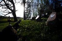 Kopna Gora, woj. podlaskie, 10.05.2021. N/z mogila i mauzoleum powstancow listopadowych w swietle zachodzacego wiosennego slonca. Spoczywaja tu szczatki 46 powstancow poleglych w bitwie pod Sokolda 7 lipca 1831 roku. fot Michal Kosc / AGENCJA WSCHOD
