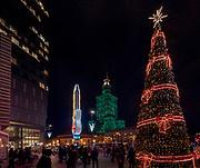Pałac Kultury i Nauki w Warszawie w świątecznej dekoracji, Polska<br /> Palace of Culture and Science in Warsaw in Christmas decoration, Poland