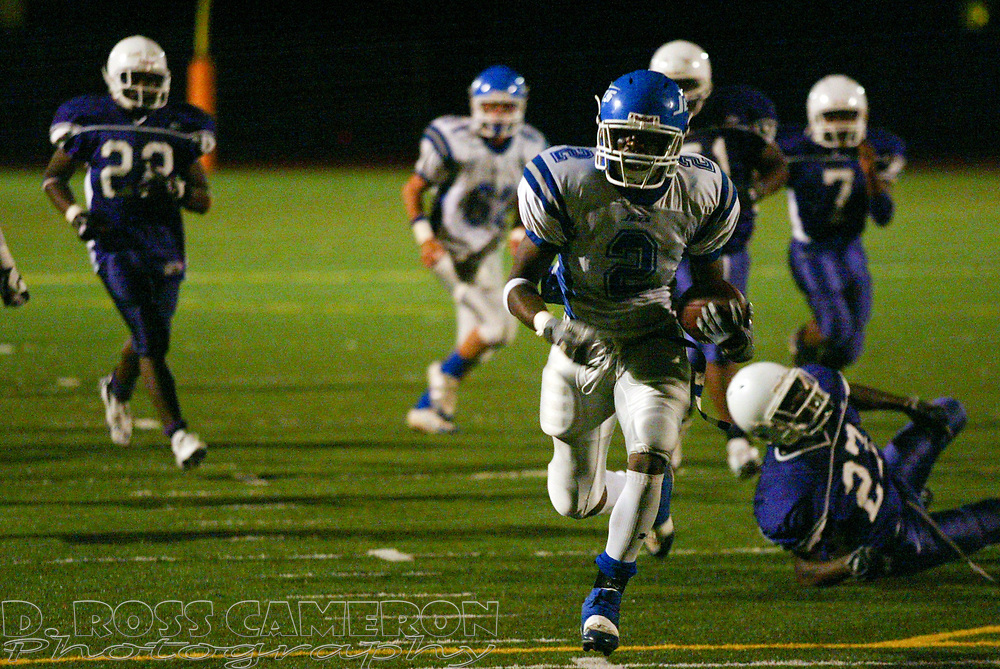 Encinal running back Dominique Sashington (2) breaks away for a 24-yard touchdown run in the second quarter of a high school football game against Castlemont, Friday, Sept. 15, 2006 in Oakland, Calif. (D. Ross Cameron/The Oakland Tribune)