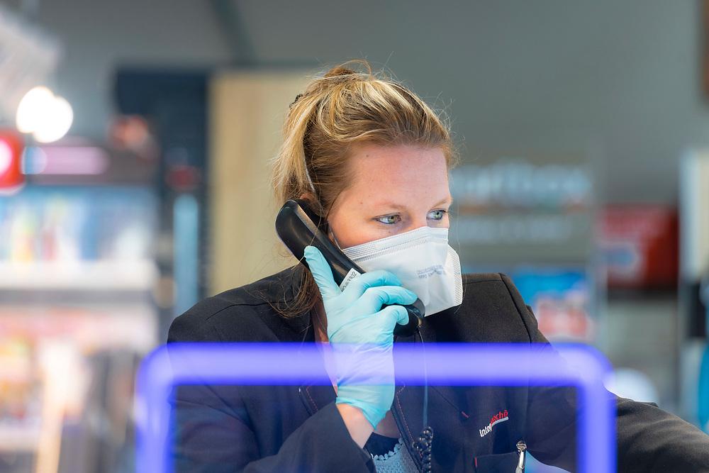 """Les hôtesses de caisse sont les plus exposées des employés des supermarchés. Elles portent des masques anti-virus, et des gants pour éviter la propagation du coronavirus Covid-19, Ici, dans le supermarché """"INTERMARCHÉ"""" de La Loupe, région Centre, le 19 mars 2020.<br /> Cashier hostesses are the most exposed of supermarket employees. They wear anti-virus masks, and gloves to prevent the spread of the Covid-19 coronavirus, Here in the supermarket """"INTERMARCHÉ"""" in La Loupe, Center region, March 19, 2020."""